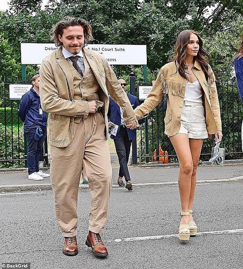 Cậu cả nhà Beckham mặc đồ như cụ già đi xem chung kết Wimbledon - 1