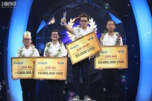 Nguyễn Hoàng Cường trở thành Nhà vô địch Đường lên đỉnh Olympia 18 khi là học lớp 11. Ảnh: Tùng Đinh.