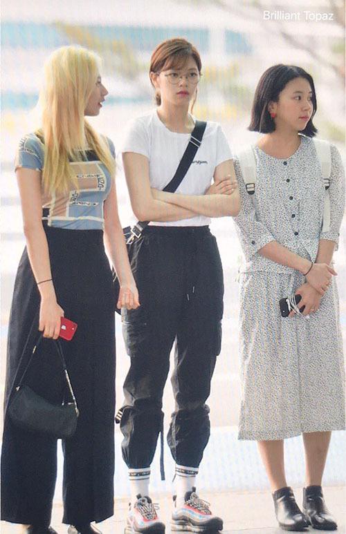 Jeong Yeon (đứng giữa) luôn là người có style cool ngầu nhất trong Twice.