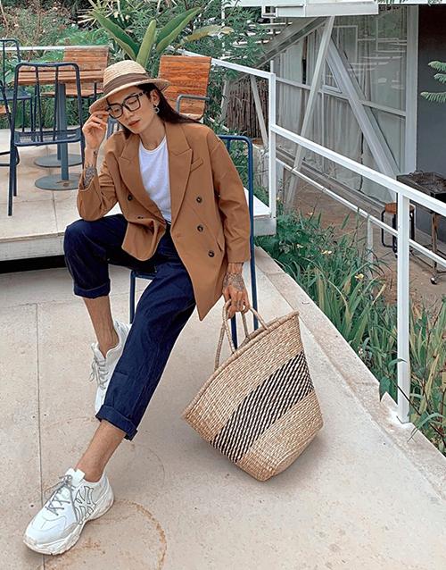 BB Trần có phong cách ăn mặc đời thường rất sành điệu.