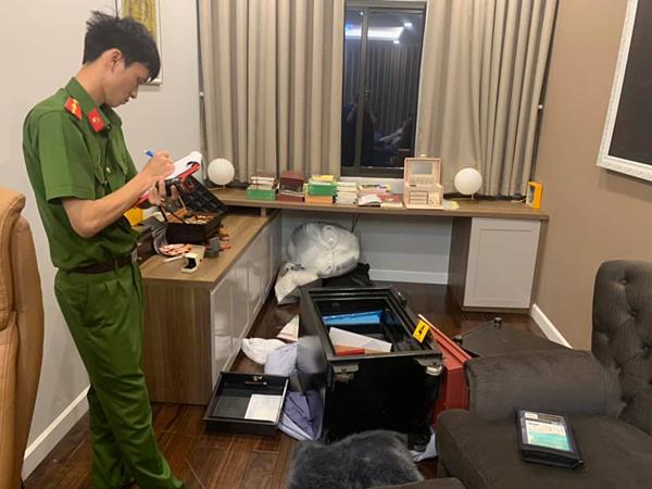 Công an khám phá hiện trường tại nhà Nhật Kim Anh.