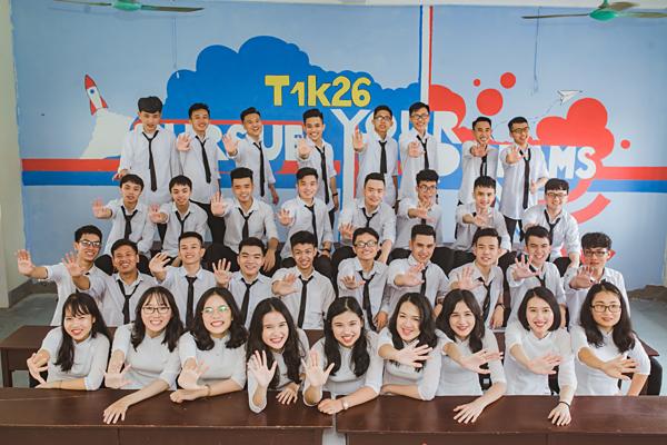 Lớp 12 chuyên Toán 1 trường THPT chuyên Hà Tĩnh.