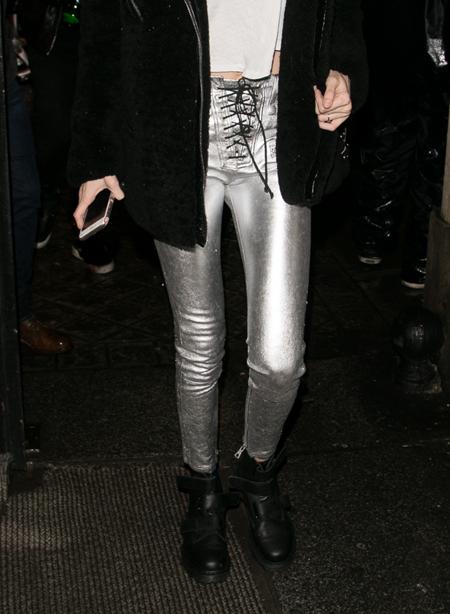 Qua đôi chân, bạn có phân biệt được Gigi và Bella Hadid? (2) - 7