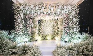 Tiệc cưới của Thu Thủy được trang trí bởi 5.000 bông hoa hồng