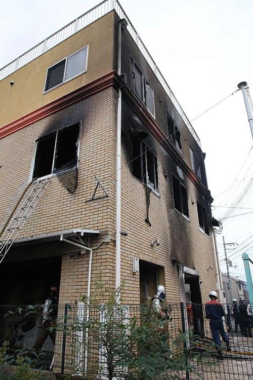 Lực lượng cứu hỏa được huy động chữa cháy tại xưởng phim.
