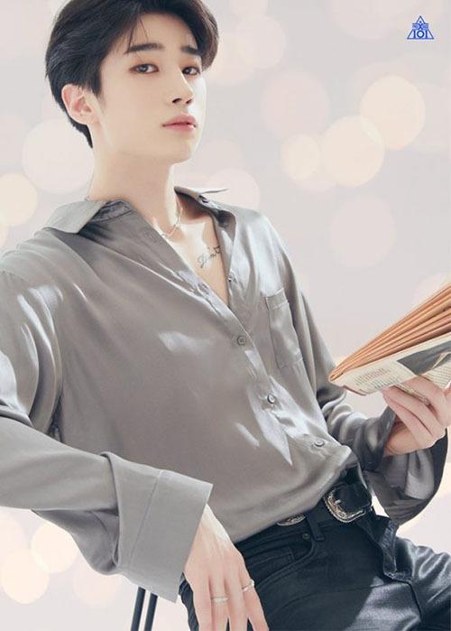 Mỗi khi mặc áo sơ mi hững hờ, Han Seung Woo luôn toát ra khí chất bad boy, sexy hết cỡ.