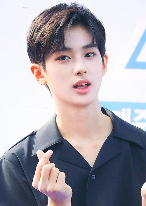 Kim Min Gyu là người đứng đầu BXH visual do các thực tập sinh bình chọn. Anh chàng bị chê kém tài, không có kỹ năng nhưng vẫn có khả năng cao để debut nhờ khuôn mặt đẹp như tượng tác.