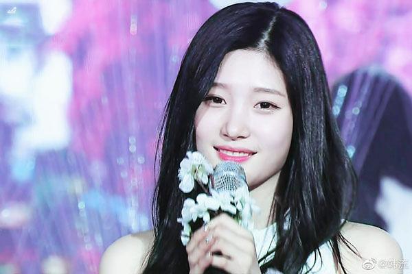 Jung Chae Yeon được chọn làm Center cho ca khúc When the Cherry Blossoms Fade. Nét đẹp trong sáng, thơ ngây của Chae Yeon cực hợp với ca khúc nhẹ nhàng, nói về mối tình đầu. Nhiếu khán giả nhận xét When the Cherry Blossoms Fade là một ca khúc sinh ra để dành cho Jung Chae Yeon vì cô nàng rất hợp với hoa anh đào.