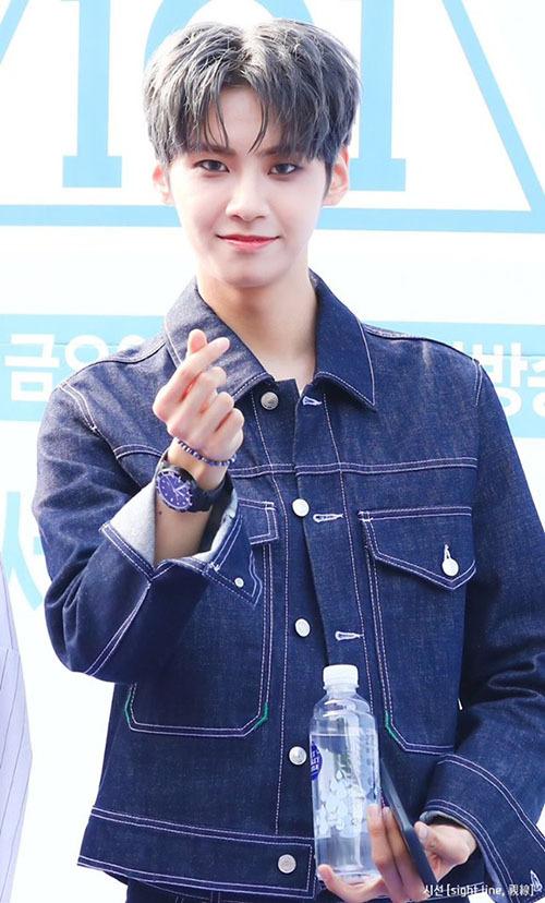 Lee Jin Hyuk đang nằm trong top 3 thí sinh được bình chọn nhiều nhất hiện nay và gần như chắc suất debut. Anh chàng là ví dụ điển hình cho việc không được Mnet ưu ái nhưng vẫn tỏa sáng nhờ tài năng và thái độ làm việc tích cực trên show.