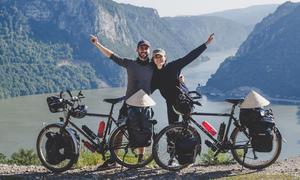 Vợ chồng Việt - Pháp đạp xe 16.000 km để hưởng trăng mật