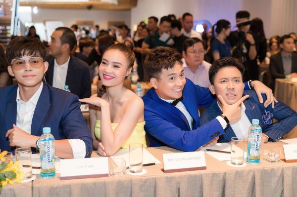 Running Man phiên bản Việt - Chạy đi chờ chi là một trong những chủ đề gây dấu ấn với khán giả truyền hình ngay từ tập đầu tiên bởi dàn diễn viên và MC nổi tiếng. Mọi thông tin xoay quanh các thành viên luôn nhận được nhiều sự chú ý bàn tán từ người dùng mạng.