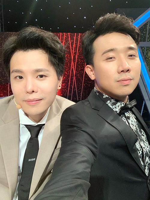 Trấn Thành cùng bạn thân Trịnh Thăng Bình đọ vẻ điển trai.
