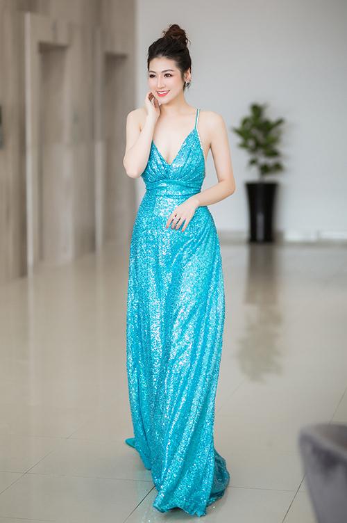 gay sau khi dự sự kiện tại Sài Gòn tối 20/7, vợ chồng Tú Anh đã lựa chọn chuyến bay sớm 21/7 để trở về thủ đô để Á Hậu dự event.