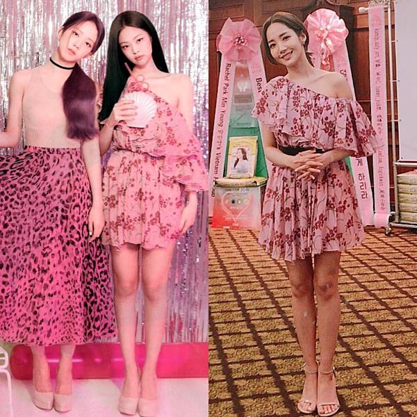Khi đọ dáng với Park Min Young trong kiểu đầm hồng lệch vai quyến rũ, Jennie cũng không hề tỏ ra thua kém. Thậm chí, nhiều fan cho rằng với kiểu xõa tóc truyền thống, Jennie trông ngọt ngào, có thể lấn lướt đàn chị.