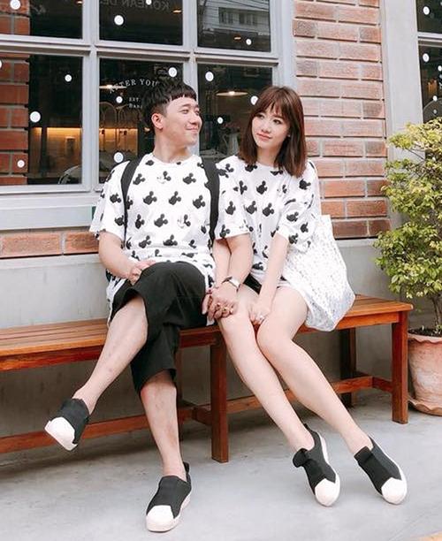 Gần 3 năm sau khi về chung một nhà, Trấn Thành và Hari Won vẫn giữ được ngọn lửa tình yêu như thuở mới hẹn hò. Cặp đôi không chỉ hợp nhau về tính cách vui vẻ, hài hước mà còn cả gu ăn mặc trẻ trung hack tuổi.