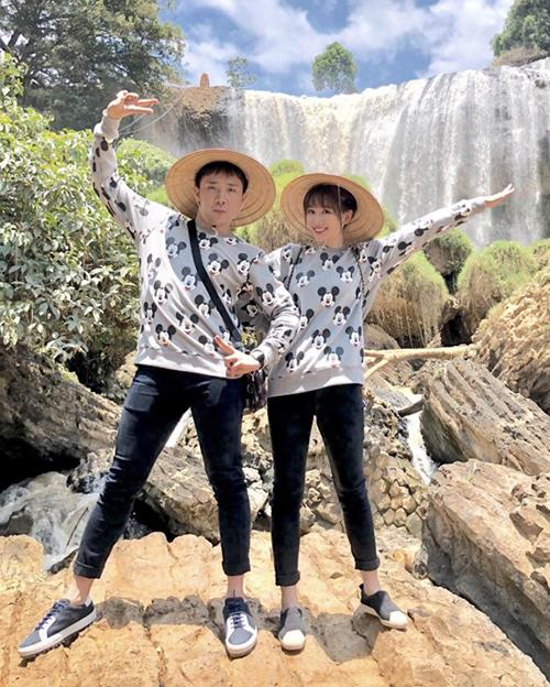 Bên cạnh những ý kiến nhận xét cặp đôi thích mặc đồ cưa sừng, nhiều khán giả vẫn ủng hộ Xìn - Ri vì độ đáng yêu khi bên nhau.
