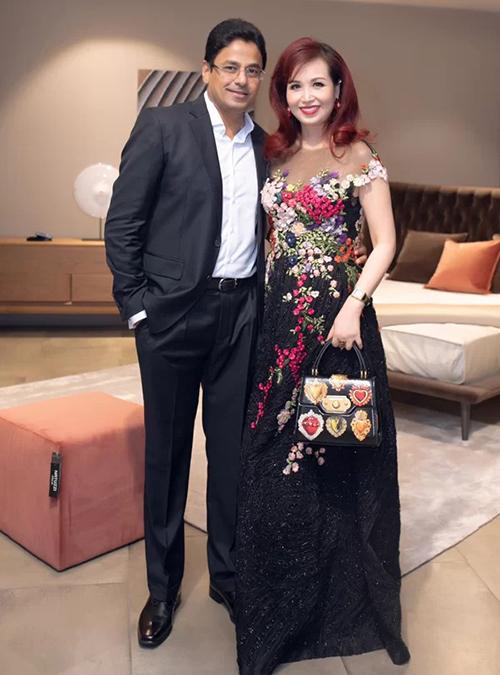 Hoa hậu Việt Nam Diệu Hoa sánh đôi cùng ông xã người Ấn Độ.