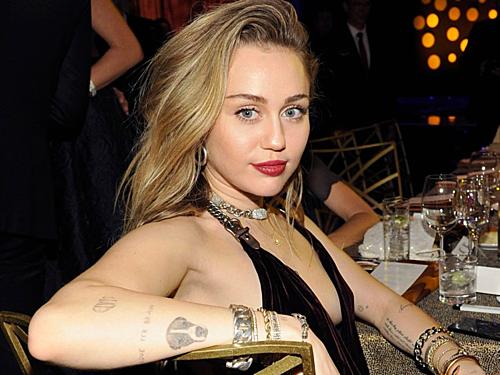Ca sĩ, diễn viên Miley Cyrus.