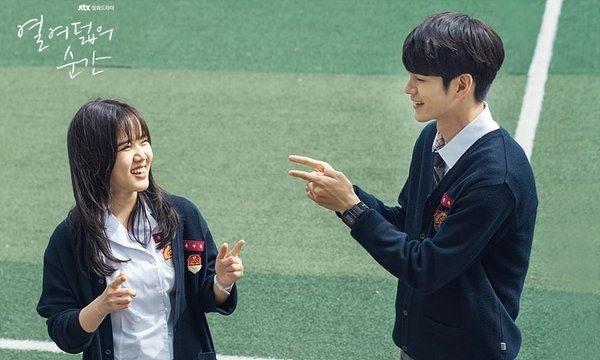 Ong Seong Woo (trái) và Kim Hyang Gi.