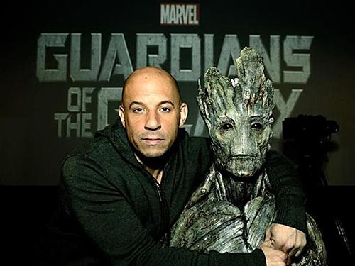 Vin Diesel và nhân vật Groot trưởng thành.