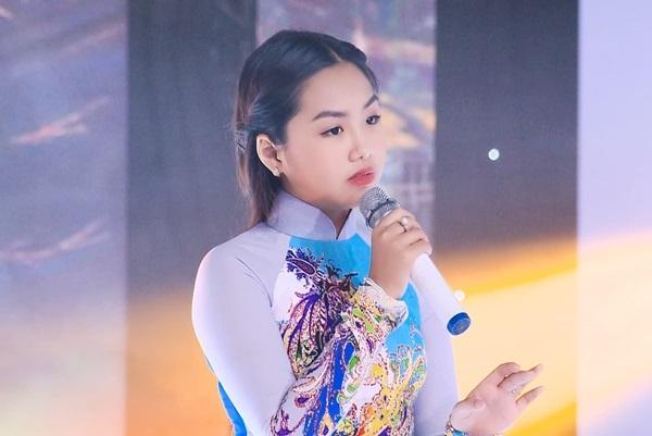 Không chỉ yêu thích bolero, Khánh An còn kết nhạc dân ca, trữ tình. Xuất thân từ Hà Nội nhưng mỗi lần hát bolero, em luôn thả hồn của mình vào từng giai điệu của bài hát, thậm chí là chất liệu Nam bộ em cũng có thể hát, Khánh An thổ lộ.