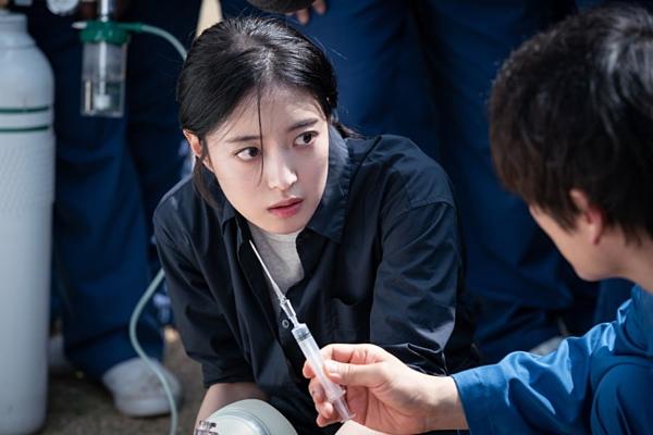 Quá khứ của cô thực tập sinh Kang Si Young gây tò mò.