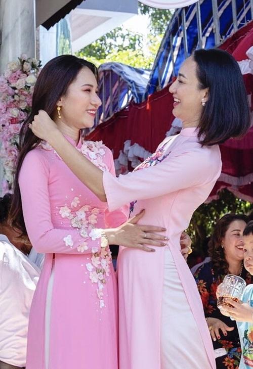 Ngọc Diễm và em gái.