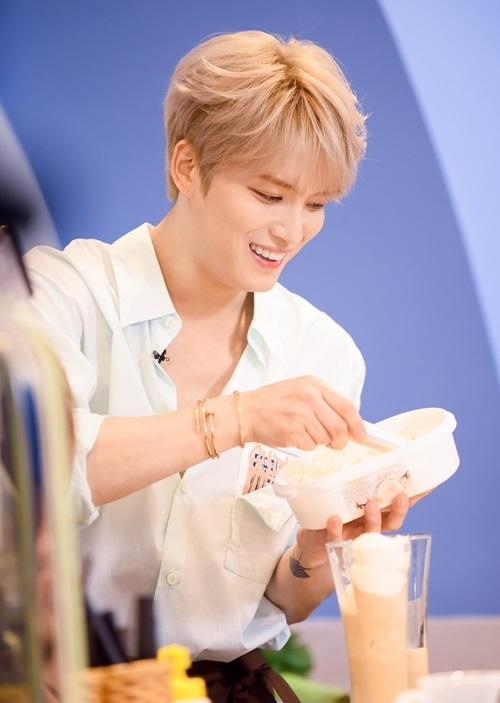 Sau khi đến Việt Nam vào trưa 25/7, chiều cùng ngày, nam thần của nhóm nhạc JYJ tổ chức sự kiện Kim Jae Joong 1Day Barista in Vietnam dành riêng cho các thành viên câu lạc bộ fan online - Fanship. Thông báo này đã được đưa ra trước đó và khiến fan đổ xô đăng ký.