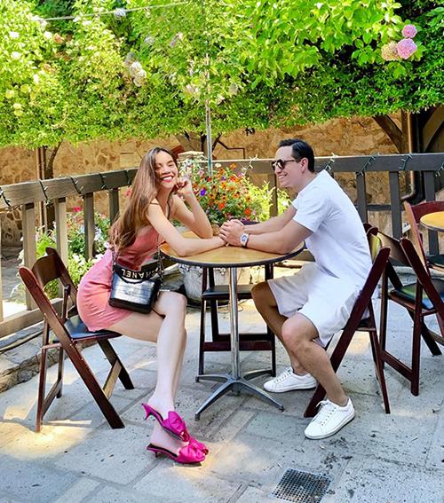 Hà Hồ - Kim Lý tình tứ ở Napa, California. Thung lũng mộng mơ này là nơi cặp đôi chính thức nên duyên 2 năm trước.