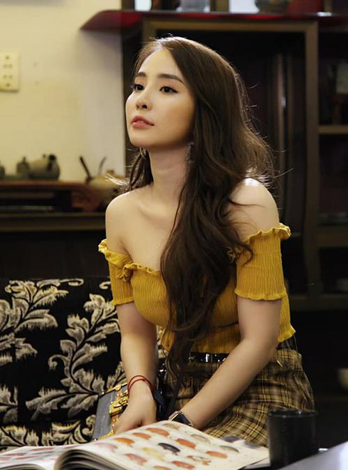 Quỳnh Nga hé lộ tạo hình trong một cảnh quay chưa lên sóng của Về nhà đi con.