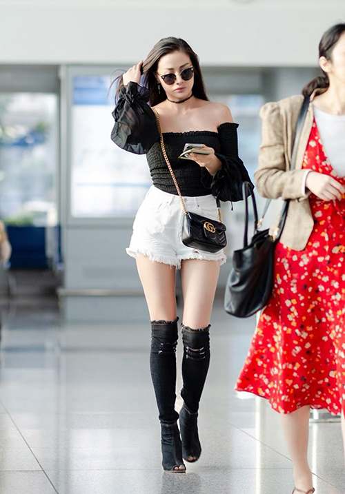 Yaya Trương Nhi mặc gợi cảm ra sân bay.