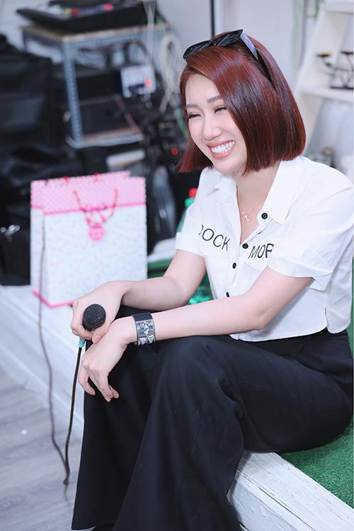 trong buổi gặp gỡ, fan đều đồng loạt muốn mỹ nhân gốc Tiền Giang suy nghĩ chuyện kết hôn ở tuổi 29, nếu không các bạn sẽ lo luôn cho cô.