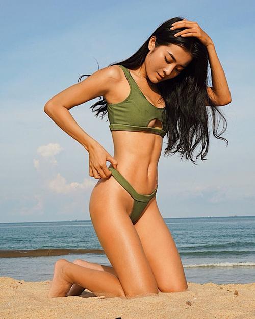 Karen Nguyễn - mỹ nhân đóng MV của Hương Giang - là tín đồ của những bộ bikini táo bạo khoe da nâu, thân hình săn chắc không mỡ thừa.