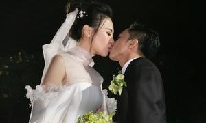 Cường Đô La hôn Đàm Thu Trang, hứa với bố mẹ sẽ hạnh phúc