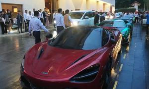 Dàn siêu xe nẹt pô tại đám cưới Cường Đô La - Đàm Thu Trang