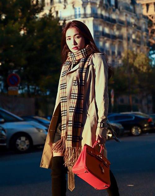 Hòa Minzy thanh lý chiếc túi Hermes hơn 300 triệu đồng nhưng mới dùng một lần để chụp ảnh.