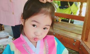 Bé gái Hàn Quốc 6 tuổi  kiếm 3,7 tỷ won/tháng nhờ làm vlog
