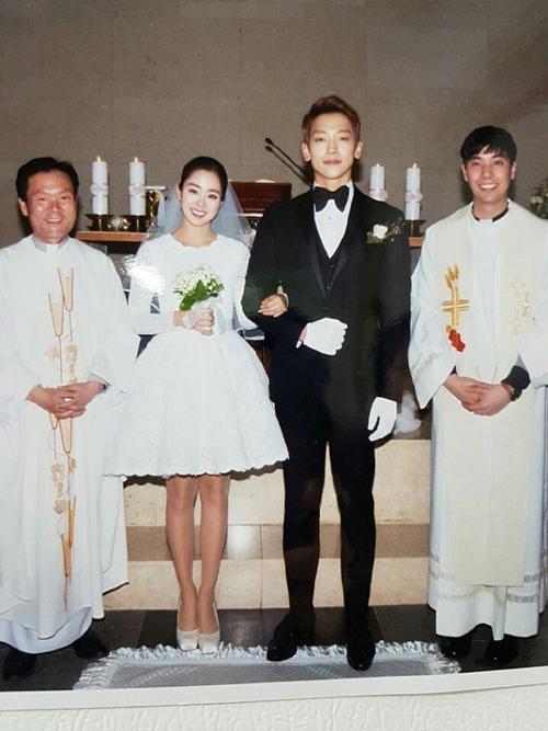 Bi Rain và Kim Tae Hee sóng đôi trong hôn lễ diễn ra ngày 19/1/2017.