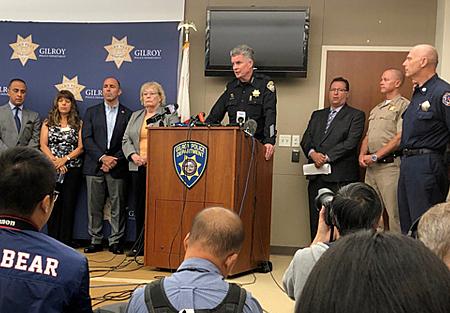 Ông Scot Smithee - cảnh sát trưởng thành phố Gilroy phát biểu trong buổi họp báo về vụ xả súng tại lễ hội ẩm thực Gilroy Garlic tại Gilroy, California ngày 29-7. Ảnh: Reuters.