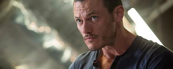 Owen Shaw là kẻ phản diện nguy hiểm nhất của loạt phim.