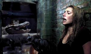 Mỹ nhân 'Cướp biển Caribbean' bầm dập vì cá sấu săn đuổi trong phim mới