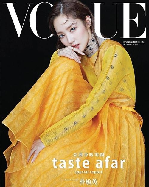 Park Min Young kiêu sa trên bìa tạp chí Vogue phiên bản Trung Quốc.