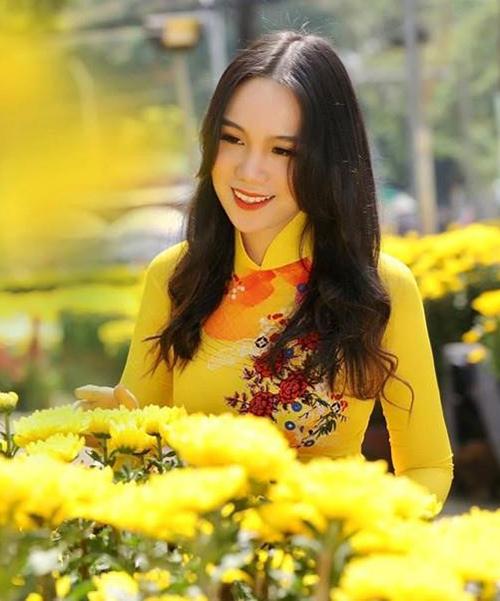 cao 1,72m, đang học lớp 11 chuyên Văn của một trường quốc tế tại TP HCM. Cô là con gái đầu lòng của NSUT Trịnh Kim Chi và được nhận xét sở hữu nhan sắc xinh đẹp.