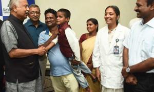 Bác sĩ nhổ 526 chiếc răng trong miệng cậu bé 7 tuổi