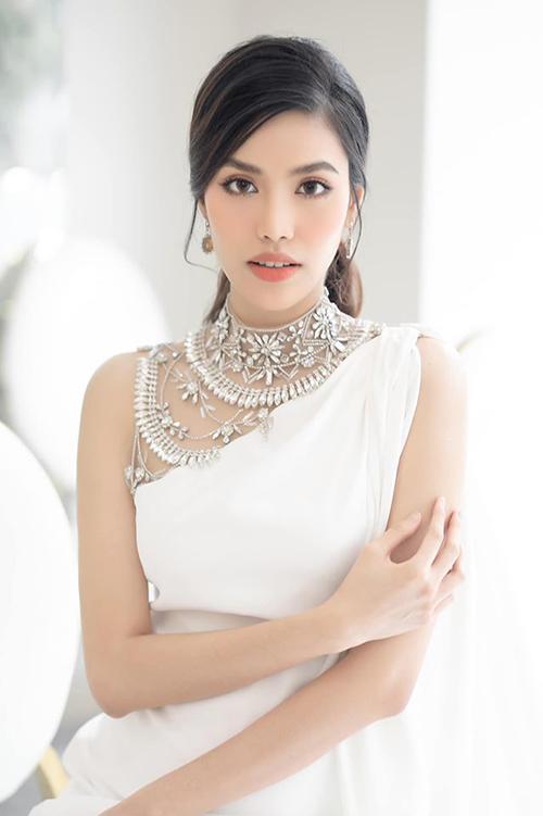 Ông xã của Lan Khuê vẫn ủng hộ các công việc showbiz của người đẹp. Cô đều đặn xuất hiện trong các sự kiện giải trí với vẻ ngoài quyến rũ, kiêu sa.