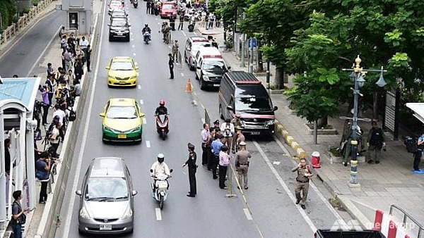 Hiện trường vụ nổ gần nhà ga Chong Nonsi. Ảnh: CNA