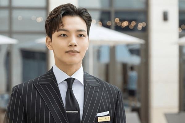 Yeo Jin Goo được chọn làm nam chính, đóng cặp với IU trong Hotel Del Luna. Nhờ sức hút của bộ phim, cái tên Yeo Jin Goo cũng liên tục xuất hiện trên truyền thông thời gian gần đây. Trong phim, Yeo Jin Goo vào vaiGoo Chan Sung - người quản lý của khách sạn huyền bí, có nhiệm vụ trợ giúp bà chủ Jang Man Wol (IU) giải quyết rắc rối của các khách hàng.