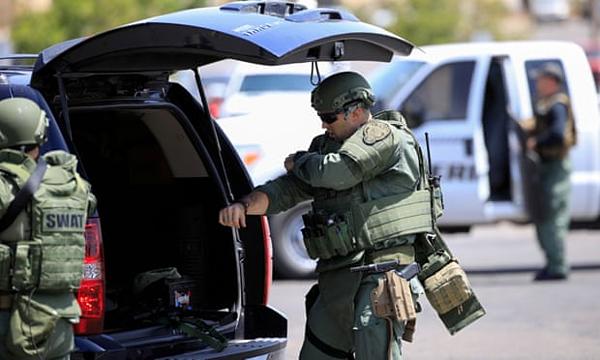 Lực lượng vũ trang Mỹ có mặt ở hiện trường vụ xả súng.