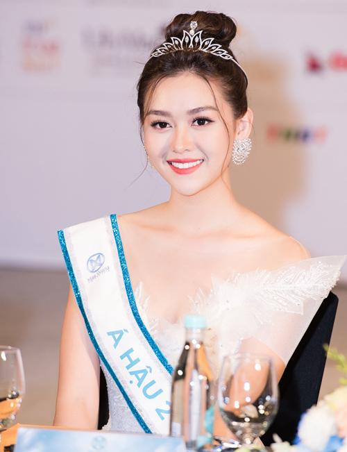 Trong đêm chung kết Miss World Việt Nam diễn ra tối 3/8 tại Đà Nẵng, Nguyễn Tường San đoạt danh hiệu Á hậu 2. Nhiều người khen ngợi cô gái sinh năm 2000 đến từ Hà Nội có vẻ đẹp thanh thoát, kiêu sa không thua kém Hoa hậu Lương Thùy Linh.