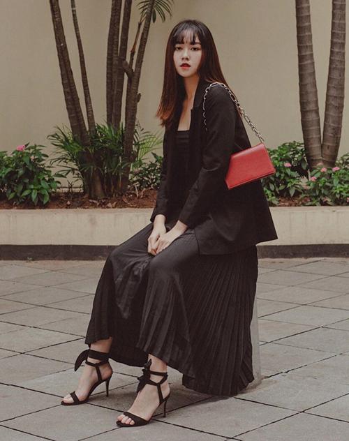 Nguyễn Tường San không phải là gương mặt xa lạ với giới trẻ Hà thành. Từ vài năm nay, cô đã nổi lên với vai trò người mẫu lookbook, được nhiều nhãn hàng, thương hiệu thời trang yêu thích. Bên cạnh đó, phong cách đời thường của Tường San cũng rất trẻ trung, cá tính, phù hợp xu hướng.